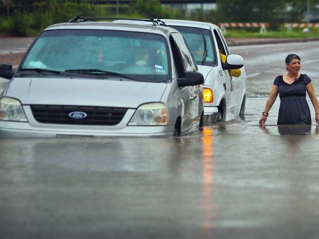 A cidade de Brownsville ainda está inundada (Foto: Yvette Vela / The Brownsville Herald / via AP Photo)