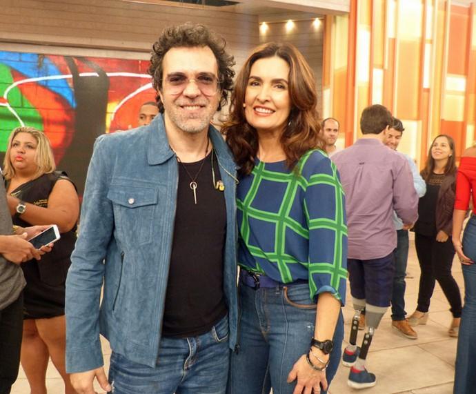 O cantor Moska com a Fátima nos bastidores do 'Encontro' (Foto: Carolina Morgado/Gshow)