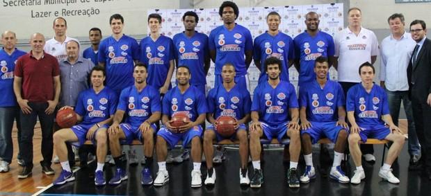 Time de basquete de Suzano NBB 5 (Foto: Divulgação)