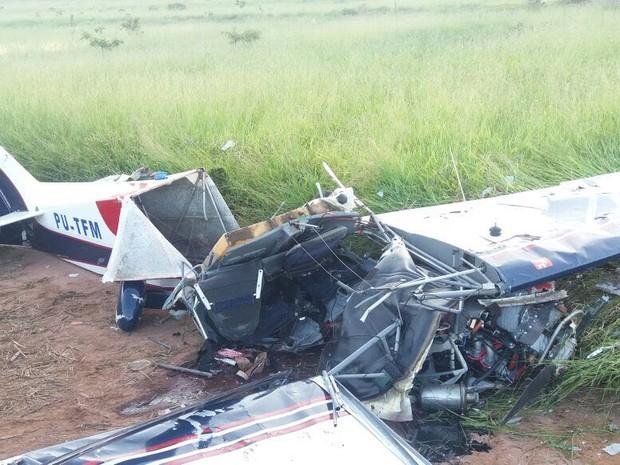 Ultraleve caiu e duas pessoas morreram em Botucatu (SP) (Foto: Acontece Botucatu)