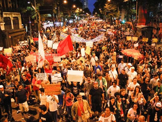Manifestação no Centro do Rio nesta quinta (27) (Foto: Rudy Trindade/Frame/Agência O Globo)
