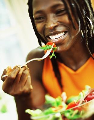 euatleta coluna cris alimentação saudável salada (Foto: Getty Images)