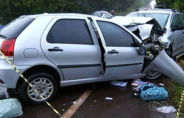 Ex-jogador de futebol e mais três pessoas morrem em acidente na GO-222, em Goiás (Foto: Reprodução/TV Anhanguera)