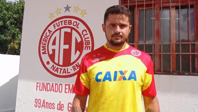 Zé Antônio, novo volante do América-RN (Foto: Edmo Nathan/Divulgação)