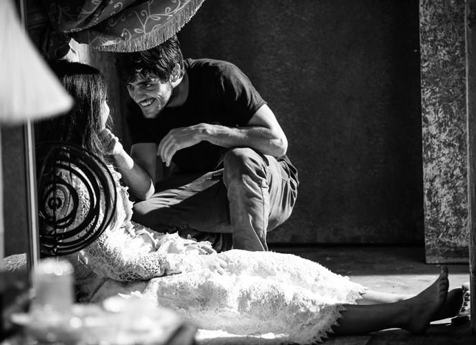 A parceria de Felipe e Anaju rende cenas maravilhosas (Foto: Raphael Dias / Gshow)
