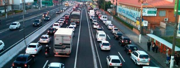 BR-116 congestionada pela manhã (Foto: Luciane Kohlmann/RBS TV)