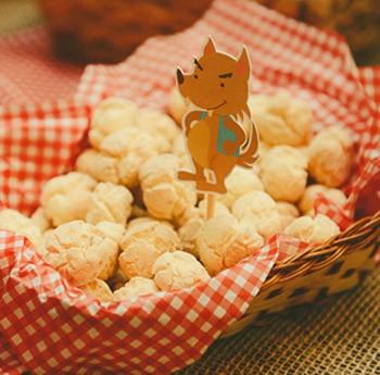 Po de queijo caseiro pode ser servido numa cestinha  (Foto: Pequena Joana Fotografia)