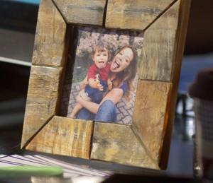 Loira prefere que o filho não saiba que seu pai é César (Foto: TV Globo)