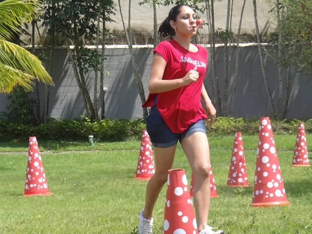 Jaqueline, mãe de Derick, leva a melhor na Corrida Maluca (Foto: Mais Você / TV Globo)