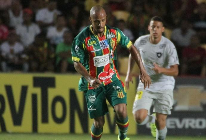 Volante Léo Salino diz que jogo contra o Botafogo elevou confiança do Sampaio (Foto: Biamam Prado / O Estado)