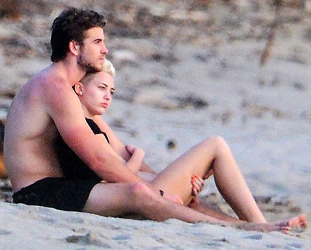 Miley Cyrus e o noivo (Foto: Reprodução)