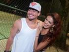 Thiago Martins e Paloma Bernardi curtem a noite carioca