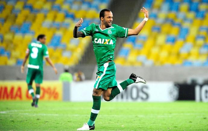 Bruno Silva comemora gol do Chapecoense contra o Fluminense (Foto: Dhavid Normando / Futura Press)