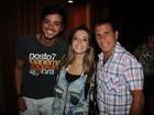 Rodrigo Simas prestigia Giovanna Lancellotti e Eri Johnson no teatro