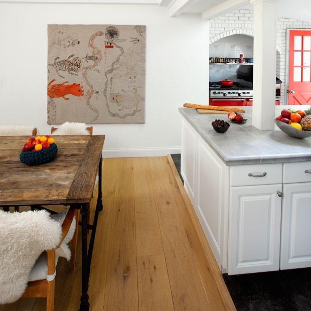 casa-de-campo-nova-york-southampton-cecilia-dupire-cozinha-sala-de-jantar-integração-neutro (Foto: Costas Picadas/Divulgação)