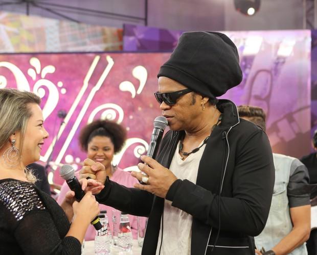 O técnico deseja felicidades para a apresentadora (Foto: Isabella Pinheiro/Gshow)