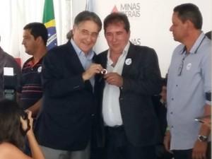 Governador fez entrega símbolica de chaves e seguiu para BH (Foto: Yure Moreira / G1)