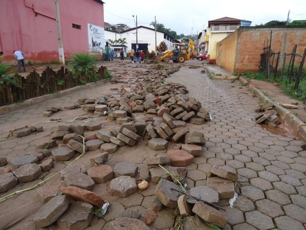 Os estragos foram registrados em praticamente todos os bairros e na área central da cidade. (Foto: Divulgação/Assessoria da prefeitura)