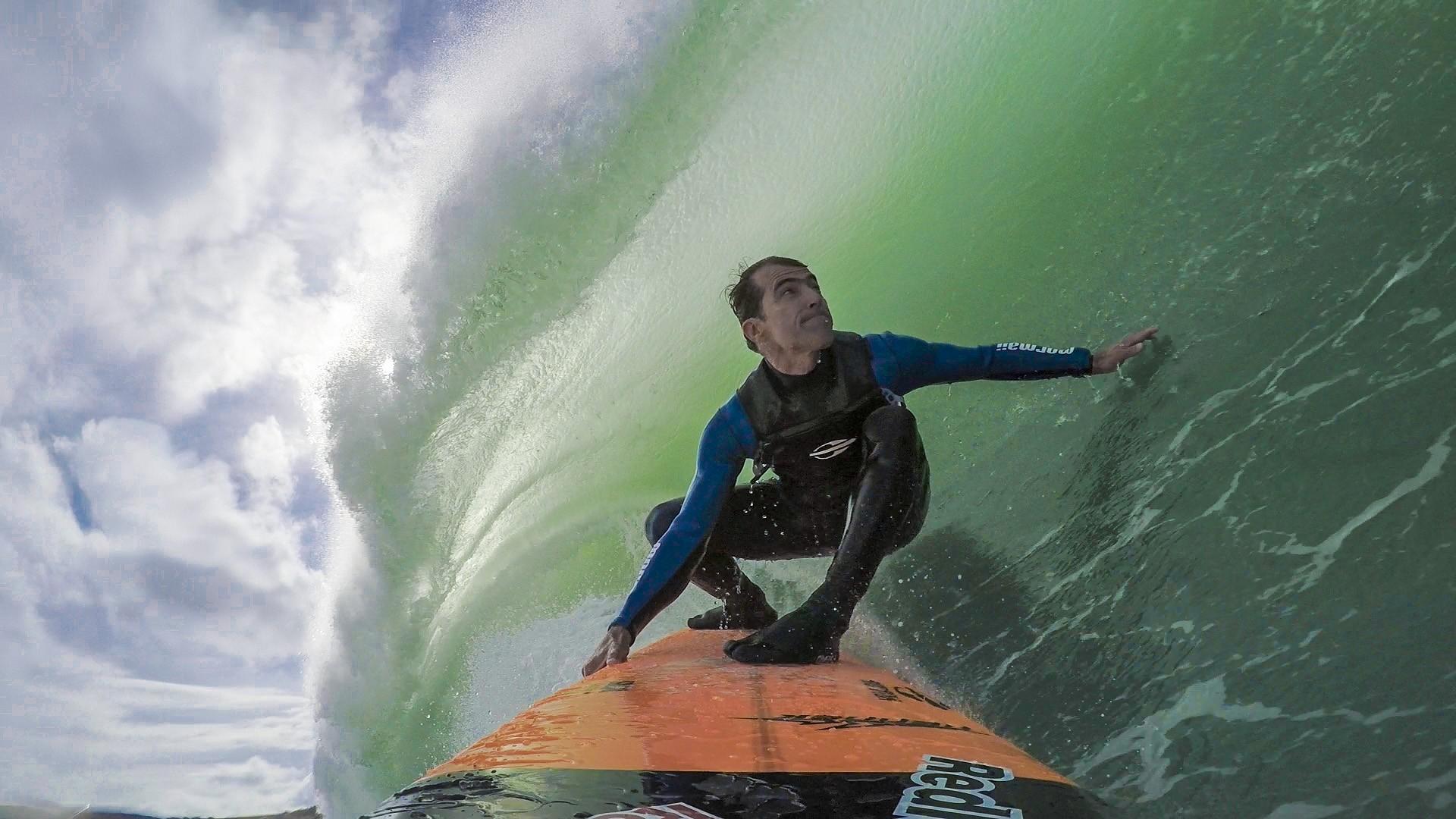 Carlos Burle estrela a nova srie exclusiva do Canal OFF, 'Gigantes do Surfe' (Foto: Divulgao/Canal OFF)