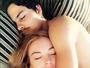 Lindsay Lohan posta foto dormindo  abraçadinha com o namorado russo