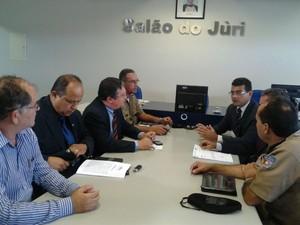 Reunião no Fórum do município de Pilar discute a violência. (Foto: Carolina Sanches/ G1)