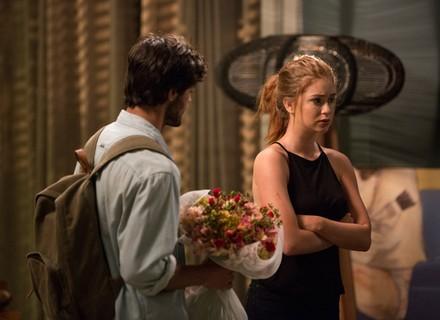 Jonatas implora perdão de Eliza