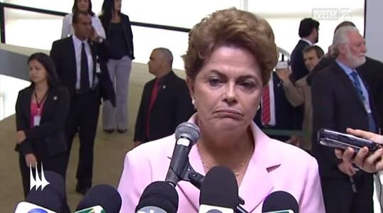 """As faces de Dilma Rousseff: fenda em """"U"""" aos lados das narinas revelam desprezo, e cantos da boca caídos, tristeza (Foto: Reprodução / YouTube)"""