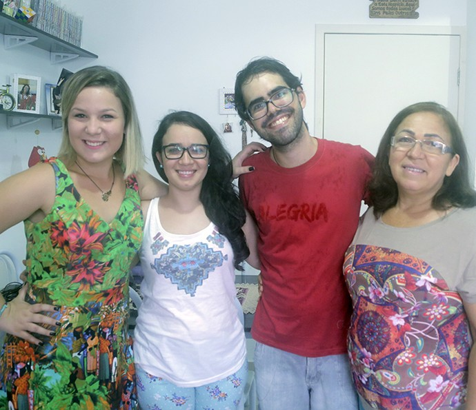 Cacau em família: mãe não se surpreendeu com edredom da filha com Matheus (Foto: João Mello/Gshow)