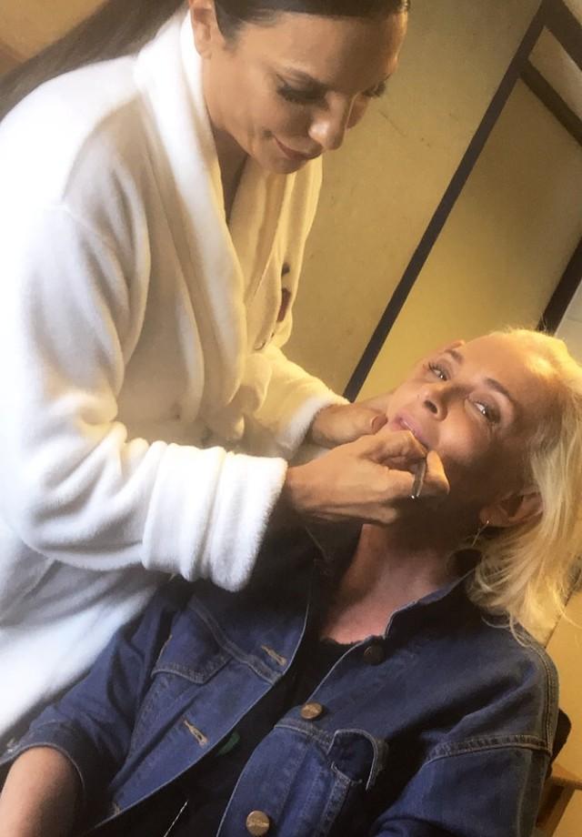 Ivete Sangalo maquia Patricia Zuffa (Foto: Reprodução/Instagram Stories)