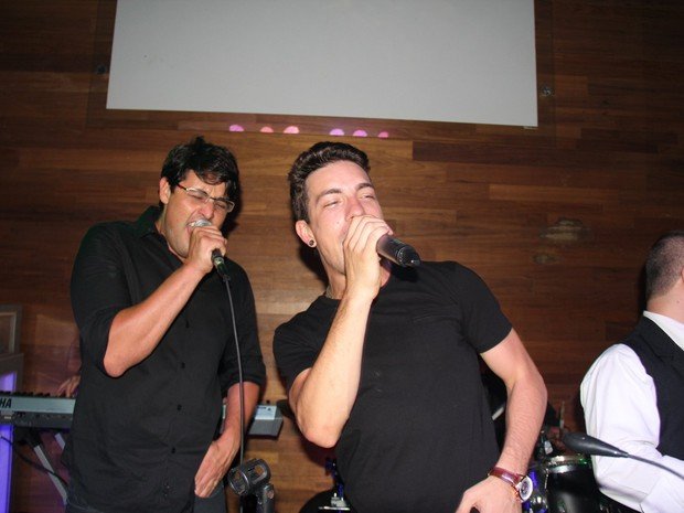 Bruno De Luca e Di Ferrero cantam em boate na Zona Sul do Rio (Foto: Anderson Borde/ Ag. News)