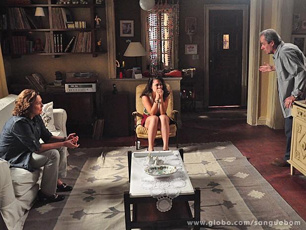 Sem d[o nem piedade, Gilson e Salma dão um esporro daqueles em Socorro (Foto: Jacson Vogel/TV Globo)