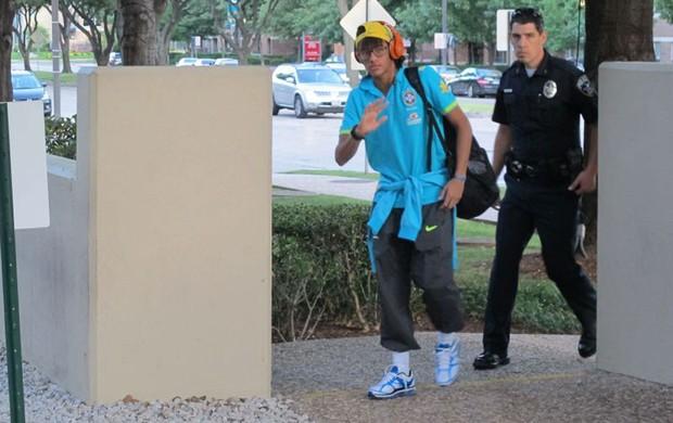 neymar seleção brasileira desembarque (Foto: Marcio Iannacca/Globoesporte.com)