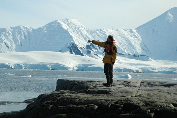 Amyr Klink em meio às geleiras do Polo Norte (Foto: Reprodução/ Flickr)