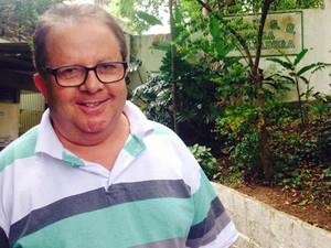 Eleitor de Embu das Artes votou pelo sistema biométrico (Foto: Olívia Florência/G1)