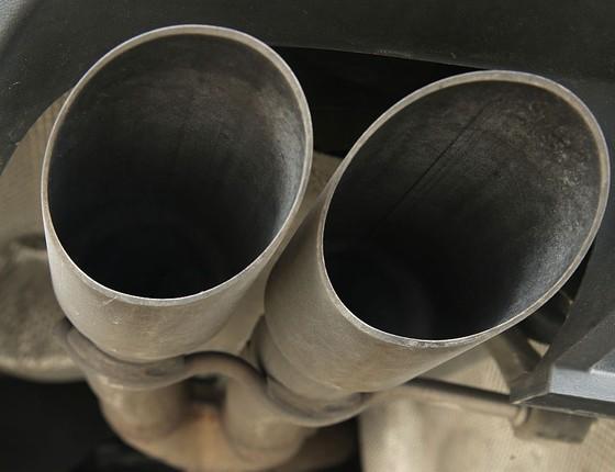 Escapamento de carro a diesel da Volkswagen  (Foto: Sean Gallup/Getty Images)