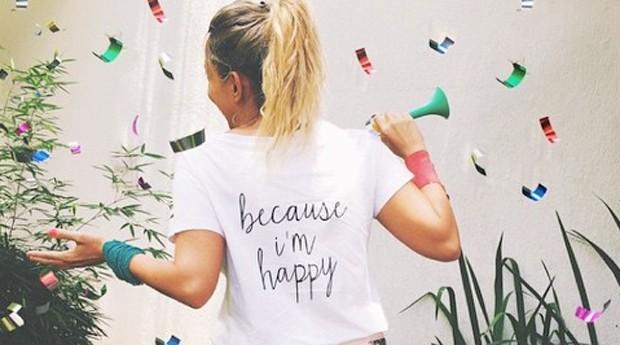 A marca se diferencia por vender camisetas com estampas diferentes e mensagens divertidas (Foto: Reprodução/Instagram)
