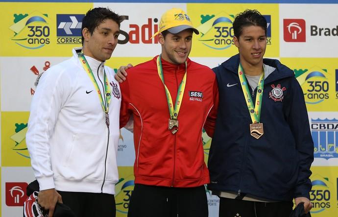 Thiago Simon, Thiago Pereira e Brandonn Almeida no pódio dos 400m (Foto: Satiro Sodré / CBDA)