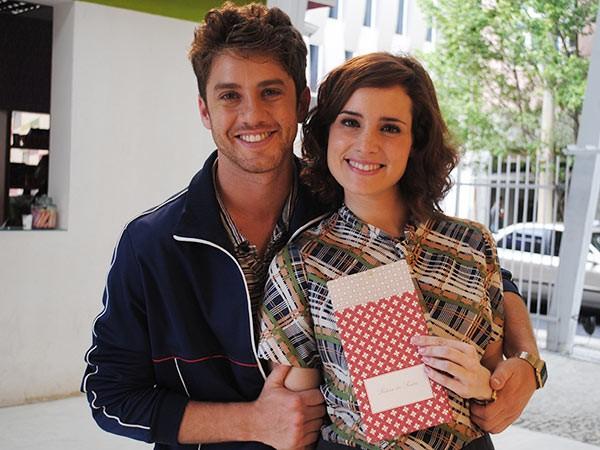 convite casamento isabela e leandro (Foto: TV globo/Malhação)