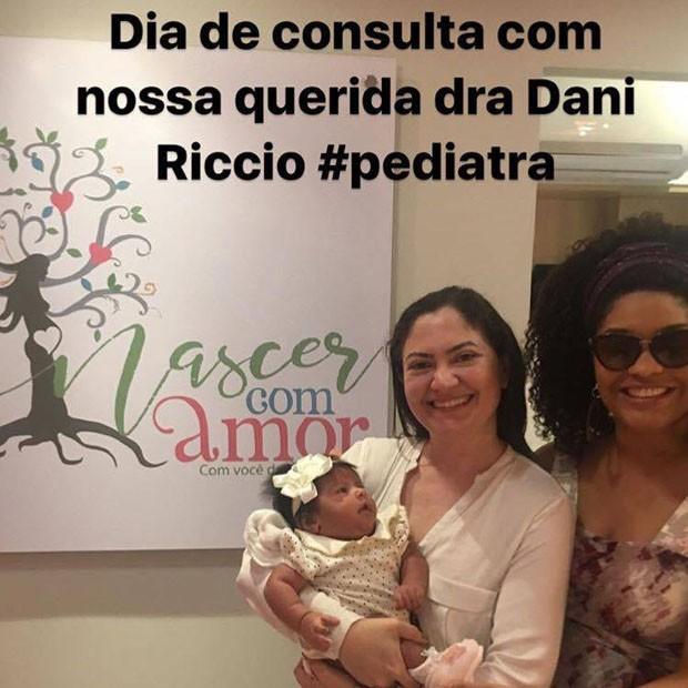 Juliana Alves posa com a pediatra e a filha, Yolanda (Foto: Reprodução/Instagram)