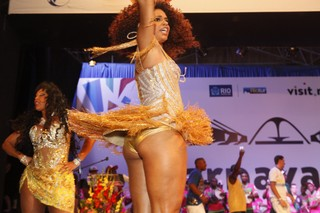 Juliana Alves em evento na Cidade do Samba, na Zona Portuária do Rio (Foto: Anderson Barros/ EGO)