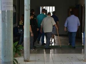 Detidos foram levados para delegacia e em seguida a Casa de Detenção (Foto: Eliete Marques/G1)