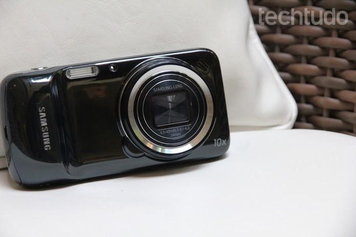 Samsung Galaxy S4 Zoom tem diversas opções de segurança e recurso de controle por voz (Foto: Luciana Maline/TechTudo)