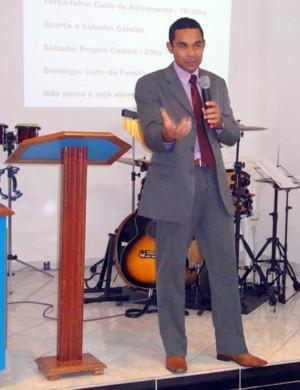 Elivélton venceu a gagueira e hoje faz palestras na igreja (Foto: Arquivo Pessoal)