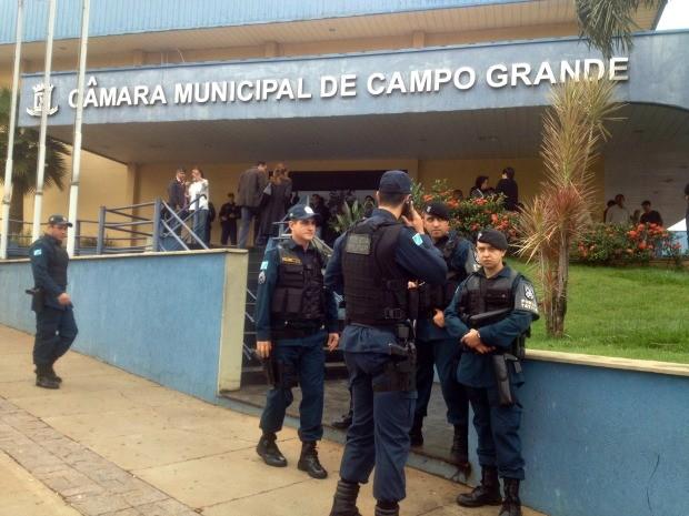 Polícia Militar reforça segurança na Câmara Municipal de Campo Grande (Foto: Nadyenka Castro/G1 MS)