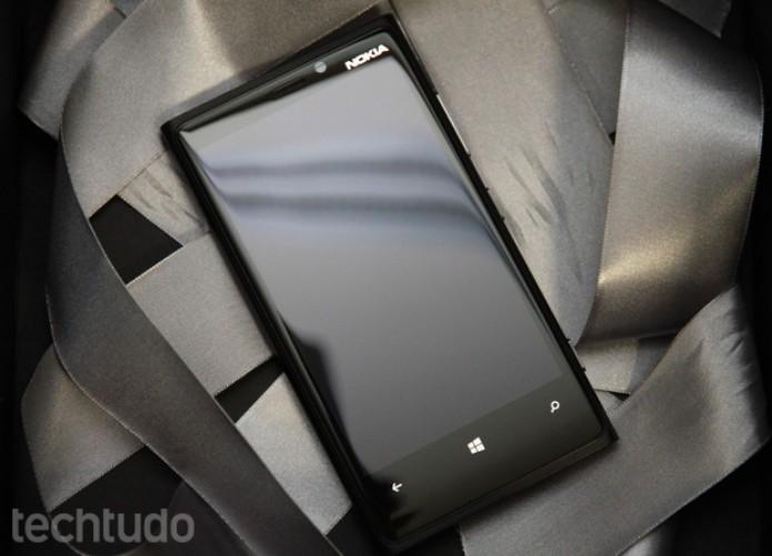 Lumia 920 é difícil de achar (Foto: Allan Mello/TechTudo)