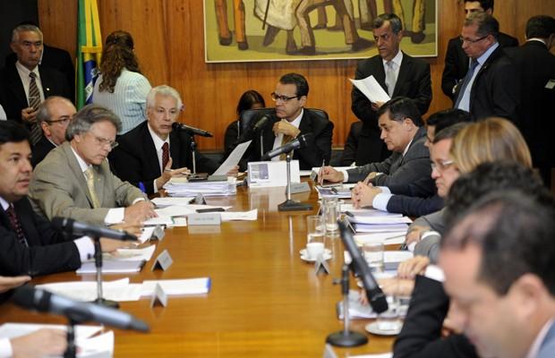 Líderes partidários durante reunião na Câmara (Foto: Laycer Tomaz / Câmara dos Deputados)