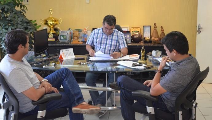 Amadeu Rodrigues, reunião extraordinária FPF, (Foto: Edgley Lemos / GloboEsporte.com/pb)