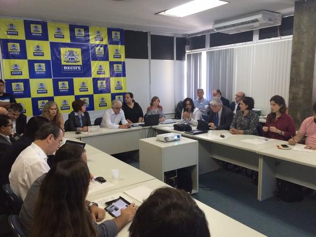 Reunião do CDU discute nova proposta do Consórcio Novo Recife para o projeto no Cais José Estelita (Foto: Thays Estarque/G1)