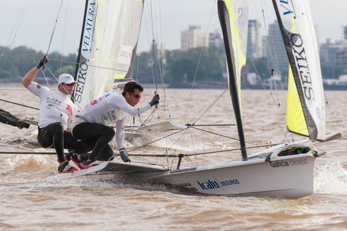 Marco Grael e Gabriel Borges, vela, Mundial da Argentina (Foto: Pedro Martinez/Sailing Energy e Berni Grez)