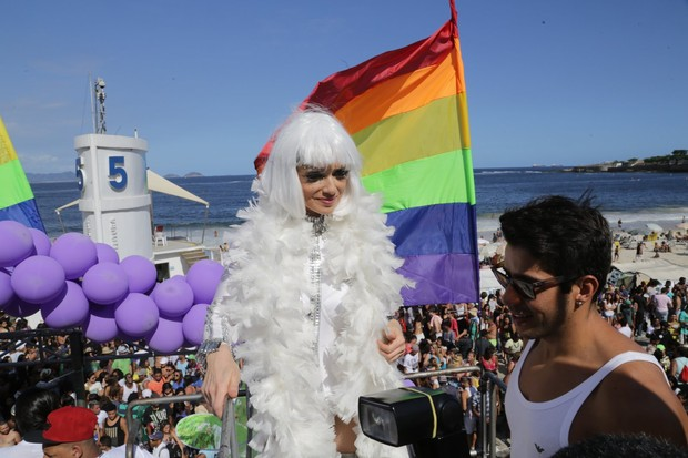 Leticia Spiller na parada gay no Rio (Foto: Marcello Sá barretto/AgNews)